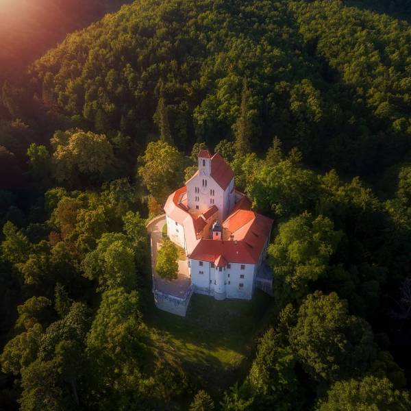 A land full of culture and inspiration.  Let's discover its stories.  Did you know in Slovenia, here are more than 500 castles?   #IfeelsLOVEnia #mojaslovenija #sloveniaculture  Photo by @jurij_pelc.