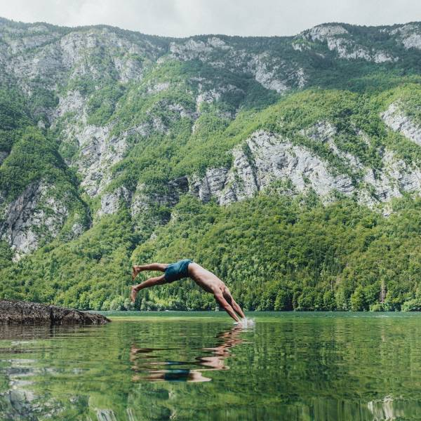 Enjoy refreshing water activities in rivers, lakes, and the sea by visiting destinations that are committed to sustainability and green tourism. Read more in the BIO.   #ifeelsLOVEnia #sloveniagreen #sloveniaoutdoor #naturallycurious  Photo by Daniel Taipale www.slovenia.info 