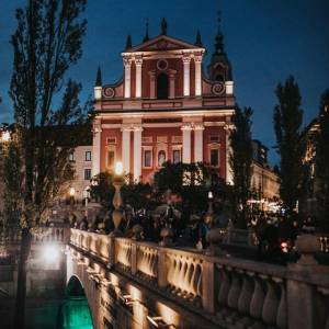 """Woow Ljubljana among the European Cities Ranked Best Green Capitals 2022 by @forbes.  ▶Do you consider the """"green credentials"""" of a place when you're planning a trip?  Read the article in the BIO link.   #ifeelslovenia #visitljubljana  Photo by @Anže Krže, Mediaspeed; www.slovenia.info."""