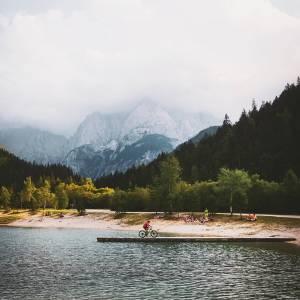g   d • m  r n i n g  Lake Jasna  Catching misty views at mountain paradise.   #ifeelsLOVEnia #mojaslovenija #sloveniaoutdoor #kranjskagora   Photo by @laupopx.