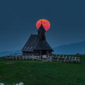 Magical scenery at Velika Planina Plateau.   The end of spring is when the cowbells out on the Alpine pastures of the Velika Planina plateau start ringing, announcing the arrival of herdsmen. It's a magical plateau with one of the largest herdsmen's settlements in Europe. And you're invited to learn about the fascinating life on the mountain pasture and sample the dairy goodies they'll prepare for you. Go for a walk through the meadows or take a hike (or mountain bike) across the plateau.  #ifeelsLOVEnia #mojaslovenija #sloveniaoutdoor   Photo by @gregor.raicevic