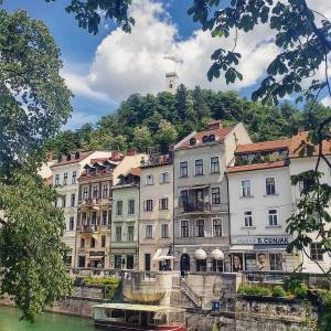 Ljubljanica river, river bank houses and castle tower peeking on top of the hill. Picturesque scene in the city with a green soul.  Thanks @k_sarf for sharing your photo with #ifeelsLOVEnia.
