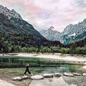Happy Friday! We're just one small jump away from the weekend. Here's a hint for a trip: lake Jasna near Kranjska Gora.  Thanks @loredana_gamurari for sharing your photo with #ifeelsLOVEnia.