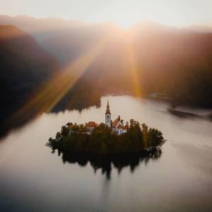 Lake Bled in all its glory  #ifeelsLOVEnia #mojaslovenija #lakebled   Photo by @simongeisberger.