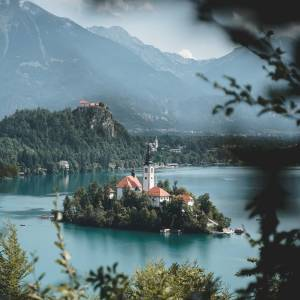 Some people come to Slovenia just because they want to experience this magical view themselves. ⁠ ⁠ #ifeelsLOVEnia #mojaslovenija⁠ Have you ever visited Lake Bled before? ⁠ Share your memories with us!⁠ ⁠ Photo by @thegeorgespot. ⁠ ⁠ ⁠ ⁠ ⁠ ⁠