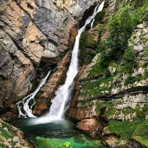Have you ever visited Savica waterfall before? This unique, 78 meter waterfall is divided into two parts and is fed by two underground lakes. ⠀ ⠀ If you'd like to extend your stay in Bohinj area, you can hike to Komna and the Valley of the Seven Triglav Lakes from Koča pri Savici.⠀ ⠀ For even more ideas for visiting Bohinj, click the link in bio.⠀ ⠀ Thank you @anto__forte for sharing your photo from @lakebohinj with us. ⠀ What is your way of experiencing Slovenia? Show us by tagging your posts with #ifeelsLOVEnia and #myway.⠀ ⠀ ⠀ ⠀ #slovenia #slowenien #bohinj #savica #waterfall  #travelgram #outdoors #getoutside #exploremore #optoutside #wildernessculture #neverstopexploring #keepitwild #letsgosomewhere #thegreatoutdoors #instagood #getoutstayout #theoutbound #outdoorlife #liveoutdoors  #travelinspiration #ig_europe #planetearth #viaggiaresempre #inviaggio #reiseblogger #reisefieber #besteuropephotos