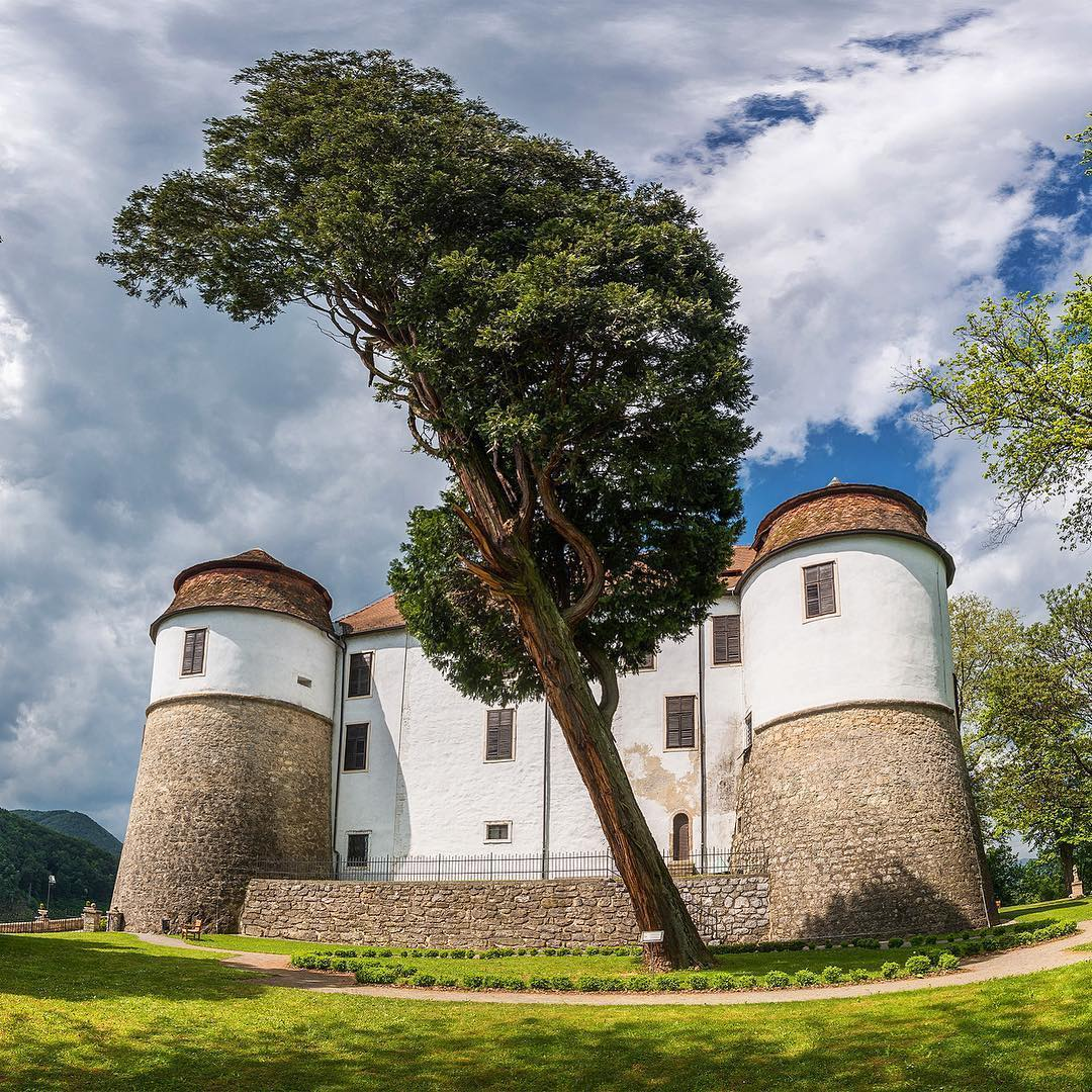 Sevnica Castle  is a Slovenian castle in the Lower Sava Valley.  Situated atop a hill, it dominates the old town of Sevnica and offers views of the surrounding countryside.  Thanks @dreamypixels for sharing your photo with #natecajSTO.