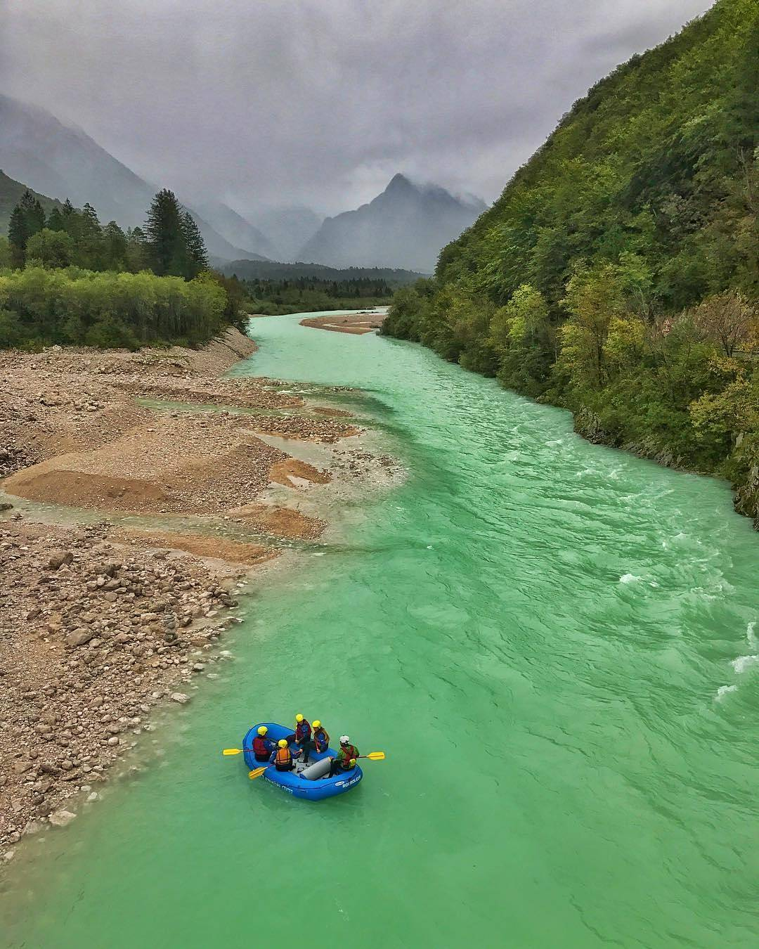 Rafting is one of the most popular activities on the Soča river. Have you ever experienced this adrenalin adventure?  Thanks @adventureslovenia for sharing your photo with #ifeelsLOVEnia.