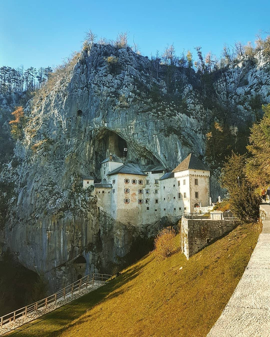 Predjama Castle is one of the world's most dramatic castles. Have you visited it already?  Thanks @pinozanini for sharing your photo with #ifeelsLOVEnia.