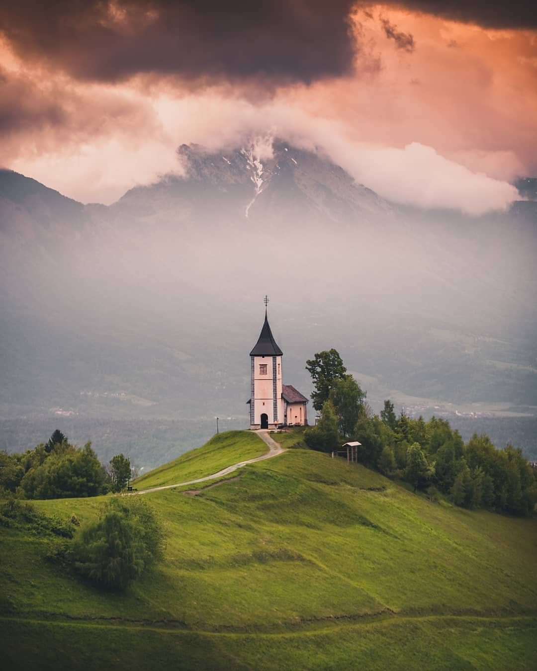 Jamnik church is a super photogenic spot that seems to always be camera-ready.  Thanks @bahadirsansarci for sharing your photo with #ifeelsLOVEnia.