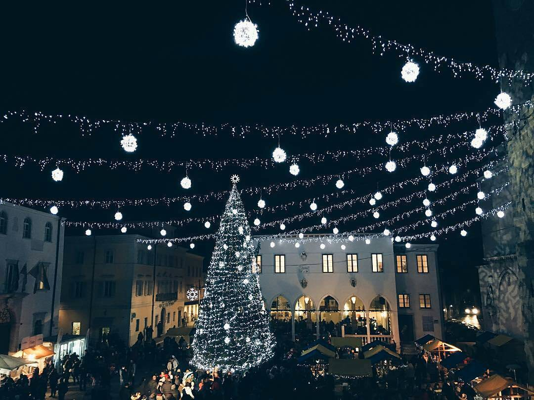 Feel the Magic December by the seaside. Visit Koper, where the old city centre is revived by festive events and shows.  Thanks @majalinaa for sharing your photo with #ifeelsLOVEnia