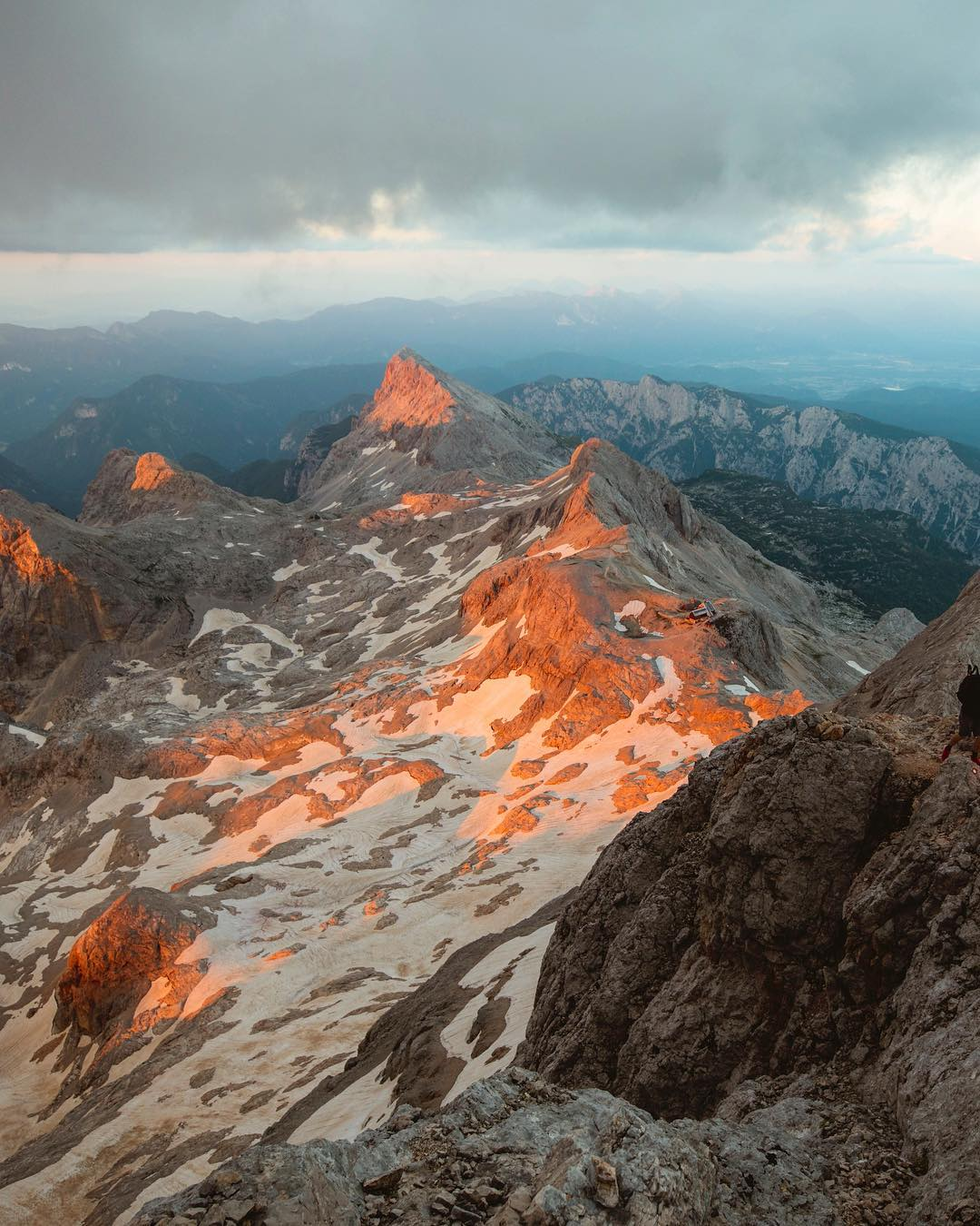 Isn't this a dream come true - to spend a sundown in the Julian Alps? This gem of a sunset is from the lower ridge of Mount Triglav. . Thanks @alexstrohl for this wonderful capture of yours.