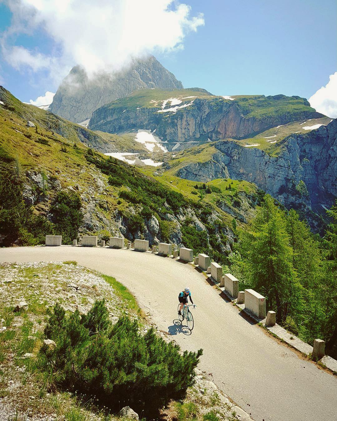 Hey, it's saturday and the sun is shining. ️ Who else is up to a weekend trip into the wild nature?  . Thanks @me_marinatolmacheva for sharing your photo with #ifeelsLOVEnia.