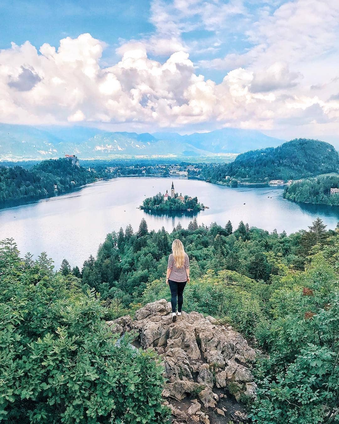 Lake Bled is the symbol of Slovenia's beauty and this photo shows why. Do you agree?  Thanks @diana_radakovic for sharing your photo with #ifeelsLOVEnia.