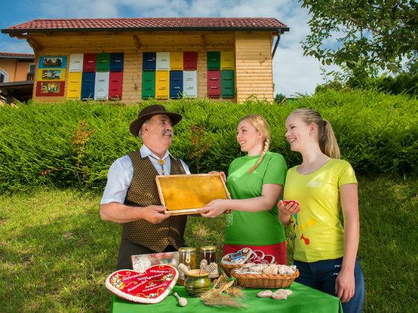 V Laškem vseslovensko srečanje čebelarjev
